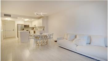 2301  Collins Ave  318