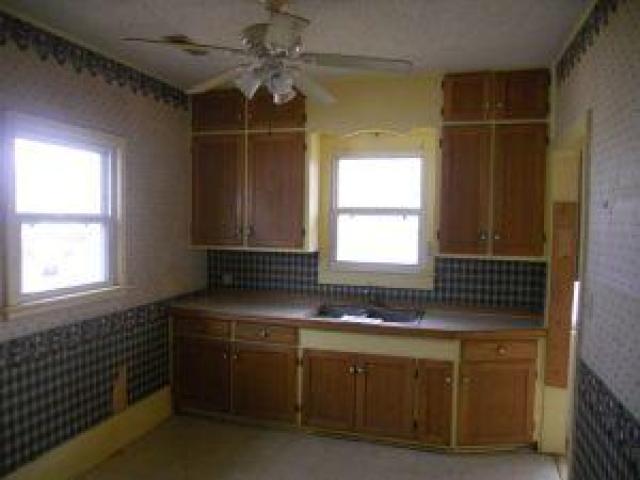 $635 - $0 per month , 331 South Locust Street,