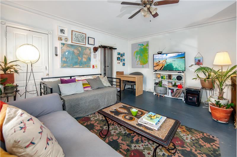 10 Thomas Avenue Apartment Living Room