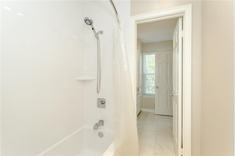 Shower/Tub in middle of half bathrooms