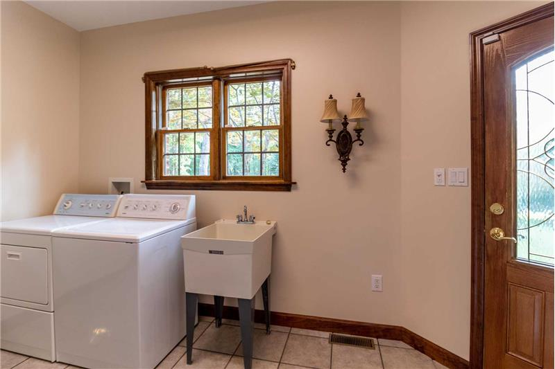 Laundry room with laundry sink