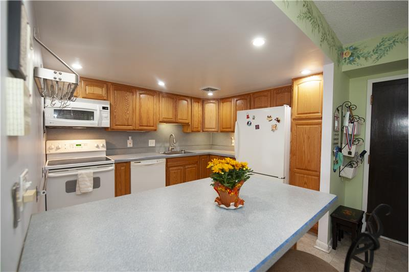 10714 Valley Forge Circle Kitchen