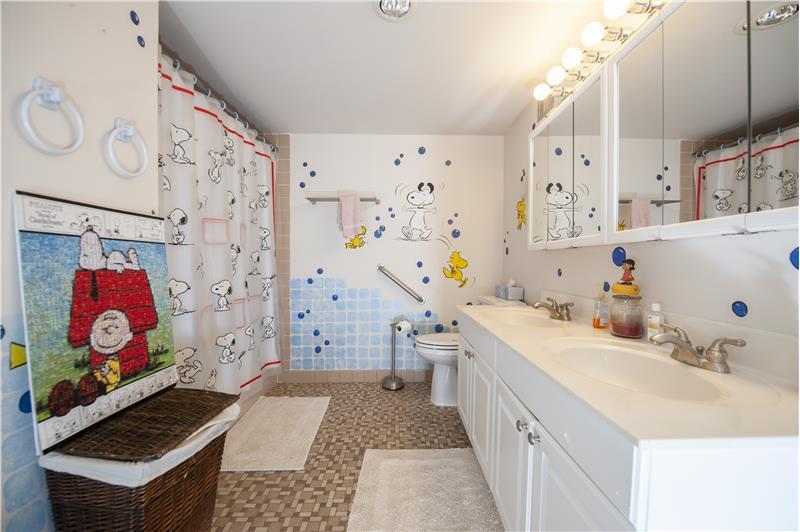 10714 Valley Forge Circle Hall Bathroom