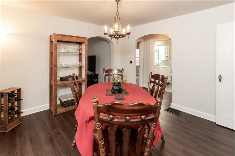 Dining room, arched doorway - 1107 N Dequincy St
