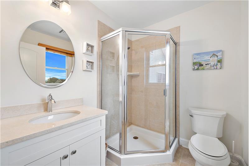 Junior En-Suite Bath