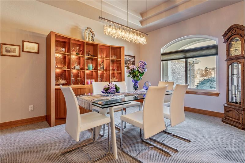Formal dining room - view from foyer