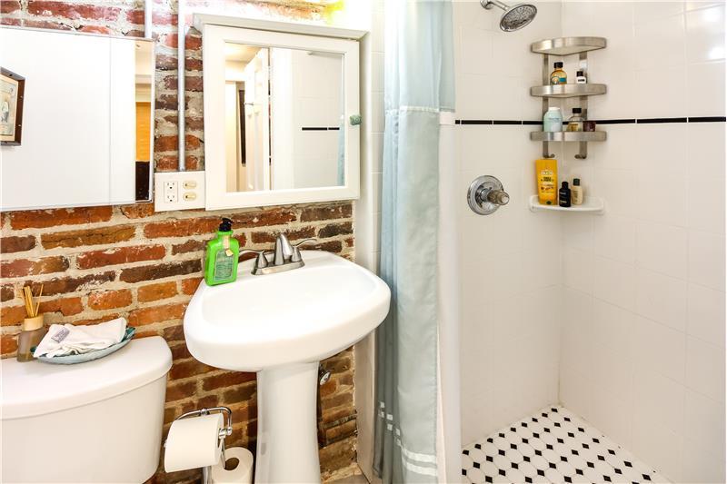 LL Bathroom 2