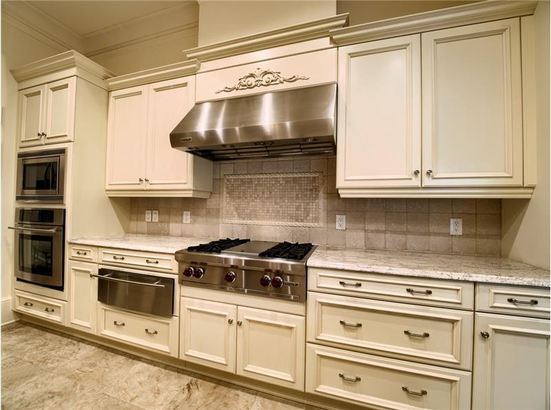 Custom Kitchen with Wolf Cooktop