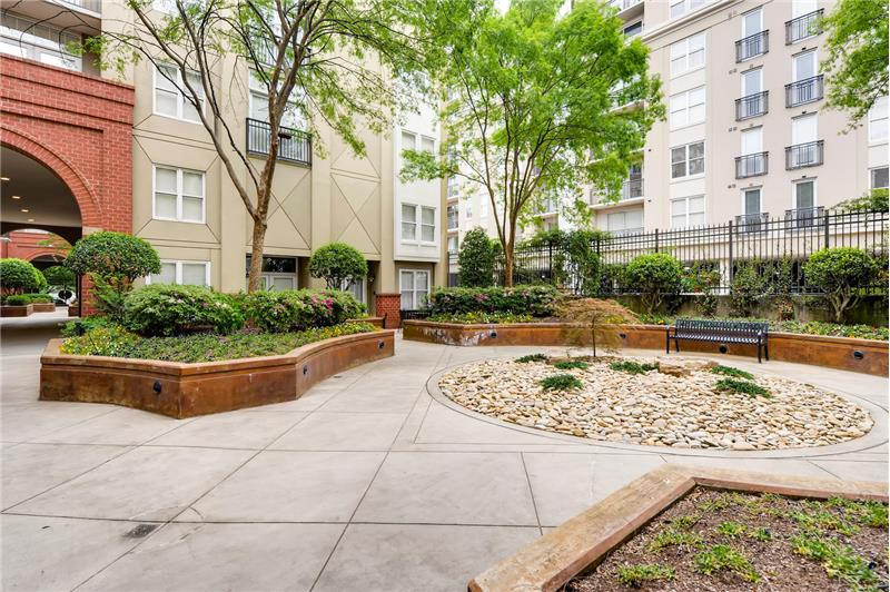 1320 Fillmore offers two large courtyards for use by residents.