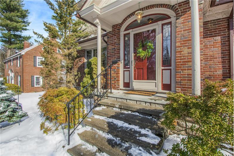 134 Newton Ave N - Front Door