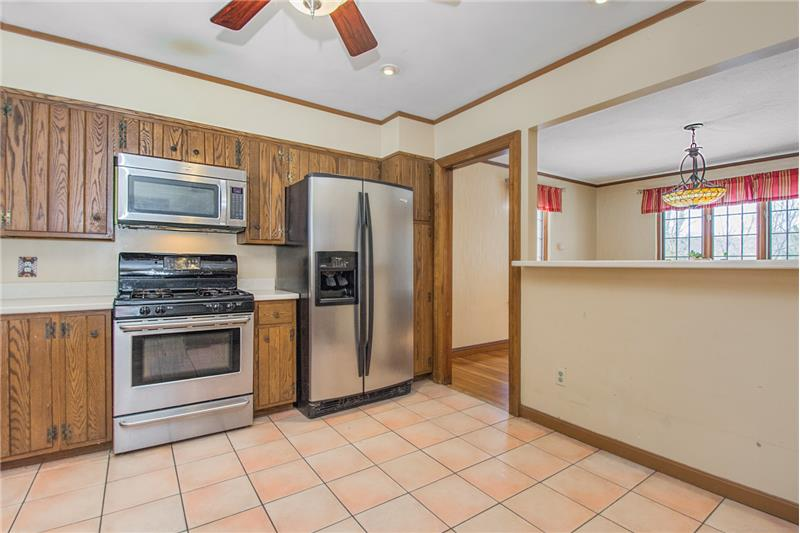 134 Newton Ave N - Kitchen