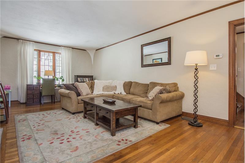 134 Newton Ave N - Living Room