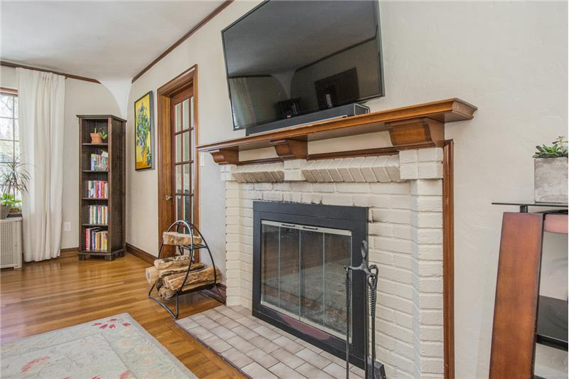 134 Newton Ave N - Fireplace