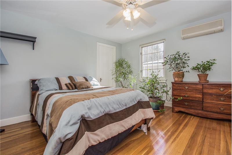 134 Newton Ave N - Bedroom