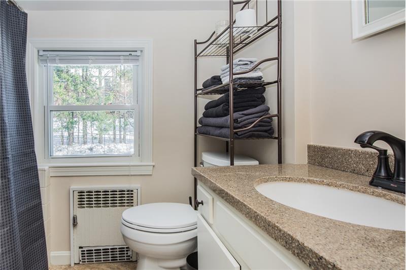 134 Newton Ave N - Bathroom