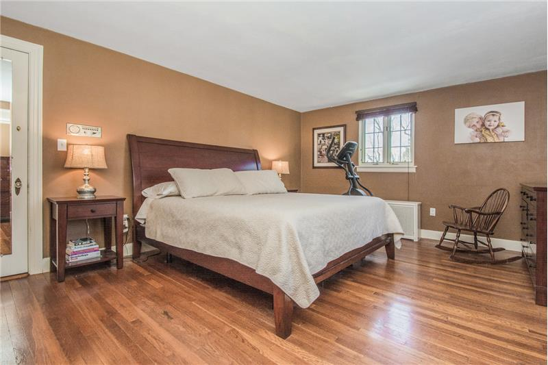 134 Newton Ave N - Master Bedroom