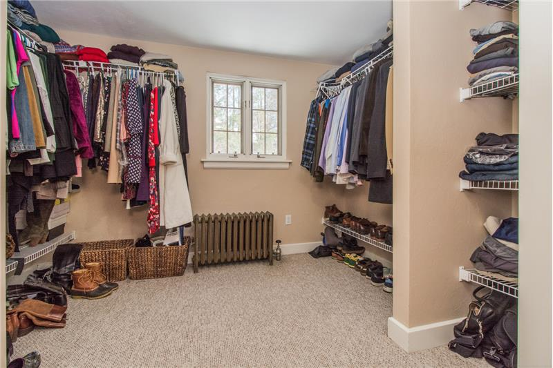 134 Newton Ave N - Master Bedroom Closet