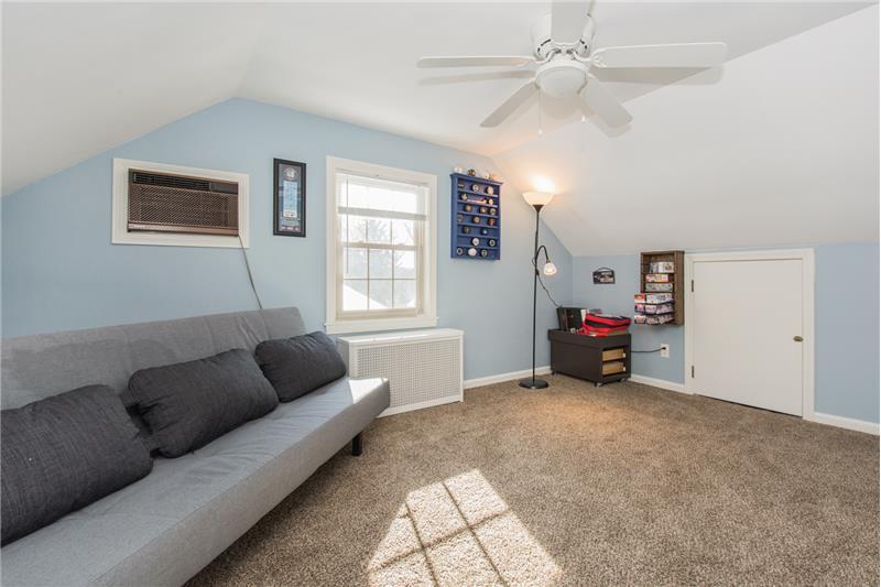 134 Newton Ave N - 3rd Floor Bedroom #2