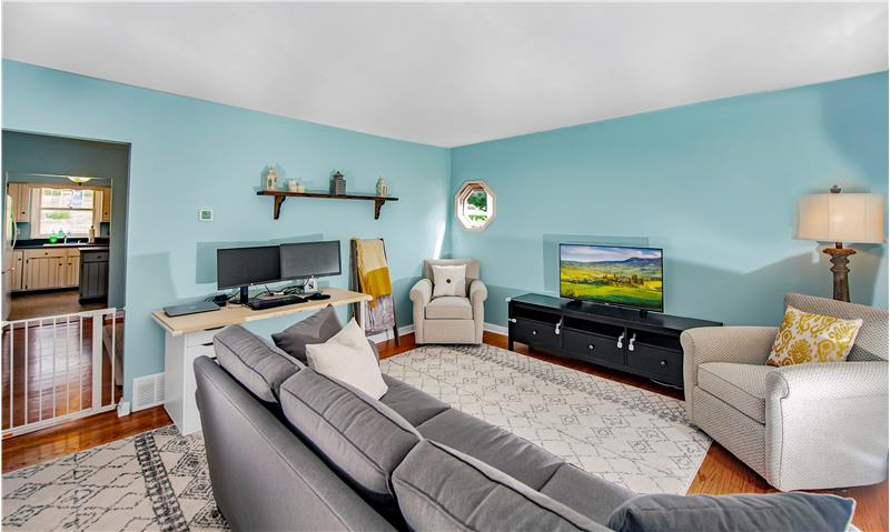 136 Green Hill Road Family Room