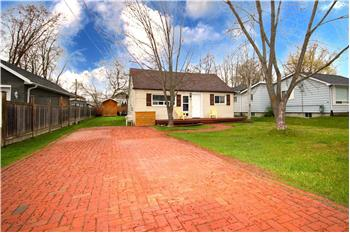 Primary listing photos for listing ID 584890