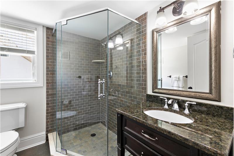 Master 4 En-Suite Bath