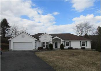 153 Arthur Ln, Brodheadsville, PA