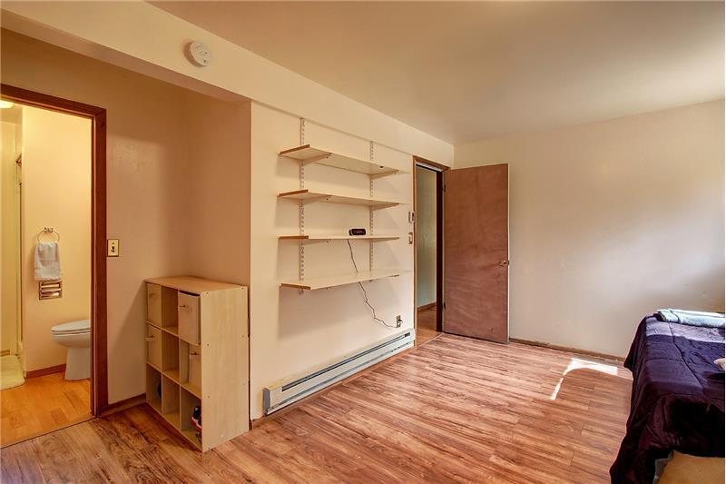 The lower level en-suite has a 3/4-bath