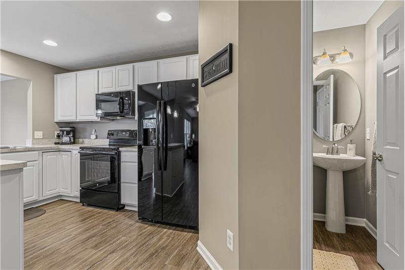 Half bath off kitchen, Pantry, All kitchen appliances