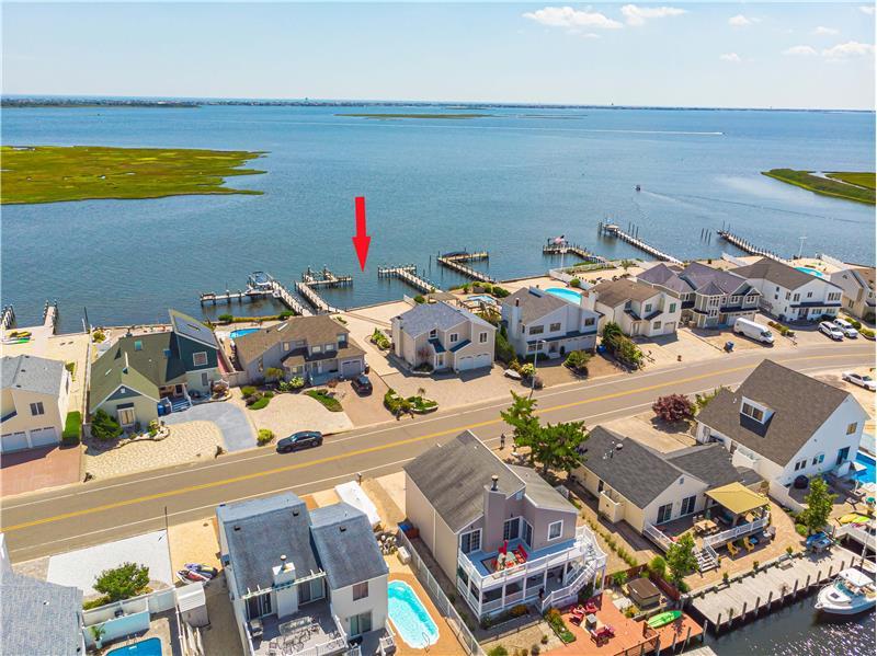 Panoramic Bayfront Views