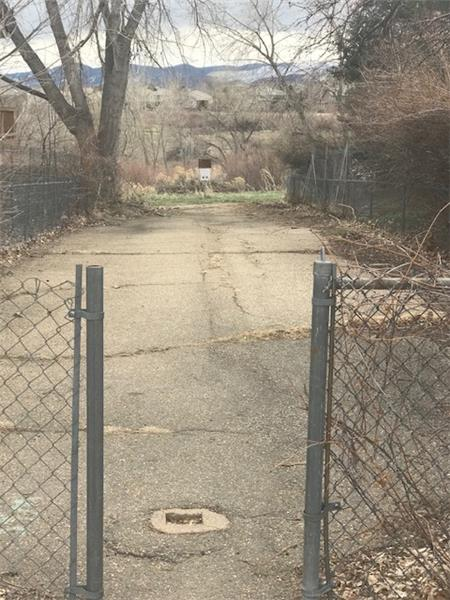 This trailhead is 100 yards away at foot of Taft Street