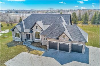 2 Castle Harbour Dr, Port Perry, ON