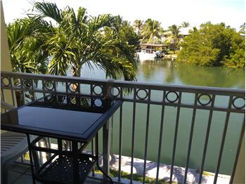 Large waterfront condo 1/1
