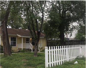 202 N Cherry Street, Seguin, TX