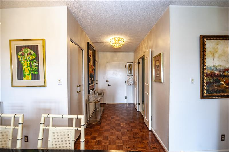 20737 Valley Forge Circle Foyer