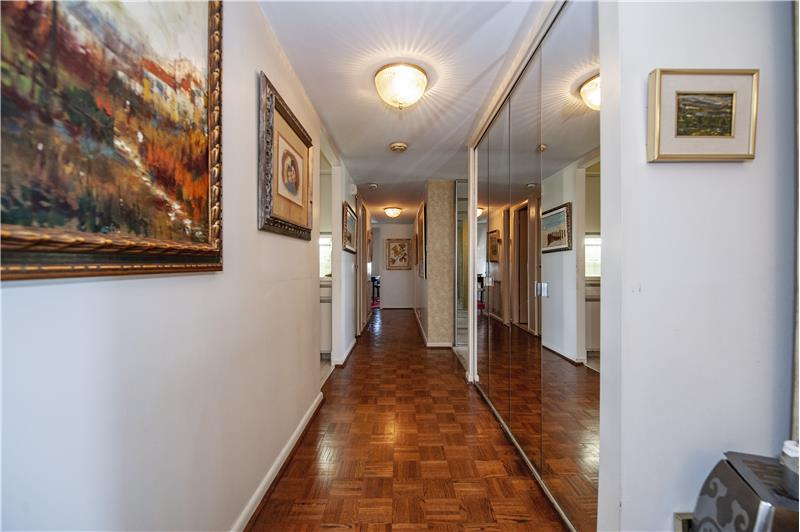 20737 Valley Forge Circle Hallway