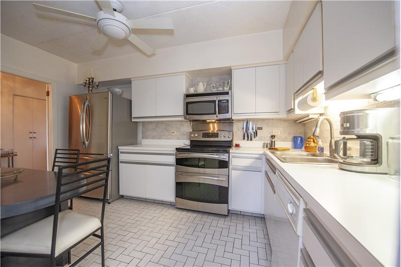 20737 Valley Forge Circle Eat In Kitchen