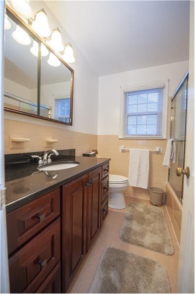 2232 N Stone Ridge Lane Bathroom