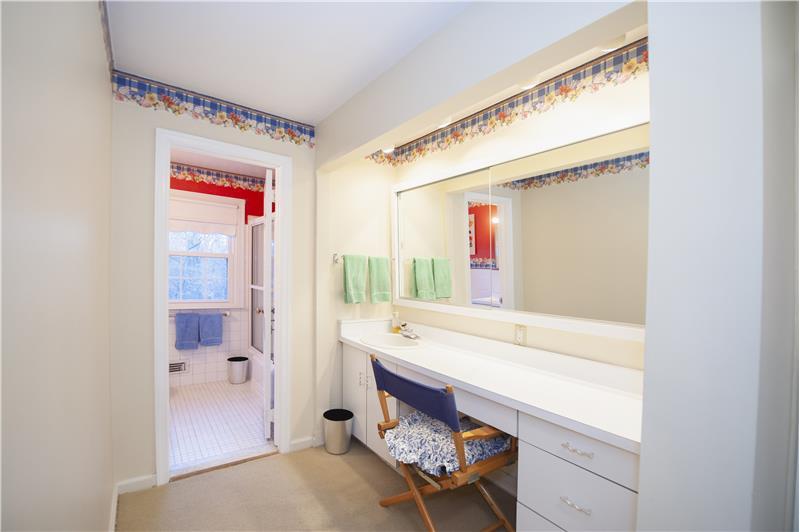 2232 N Stone Ridge Lane Hall Bathroom Vanity