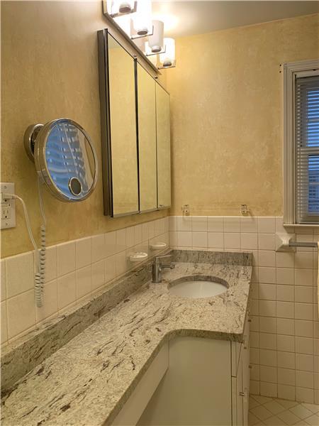2232 N Stone Ridge Lane Master Bathroom