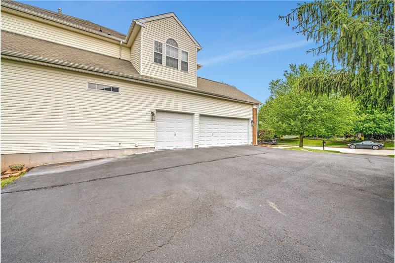 226 Paperbirch Drive, Collegeville, Garage