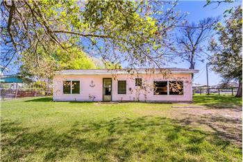 2304 Oak Circle, Sargent, TX