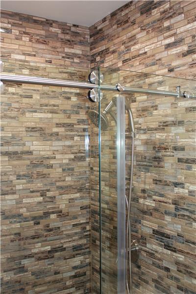 2321-23 Sansom Street #2C Rental Bathroom