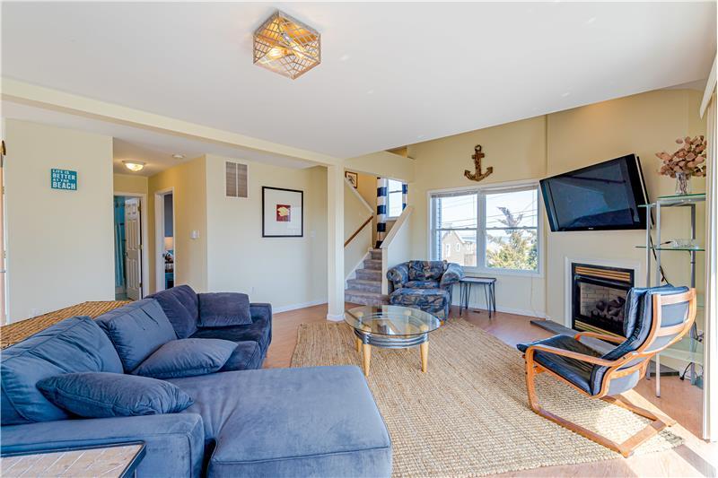 Bright & Sunny Living Area