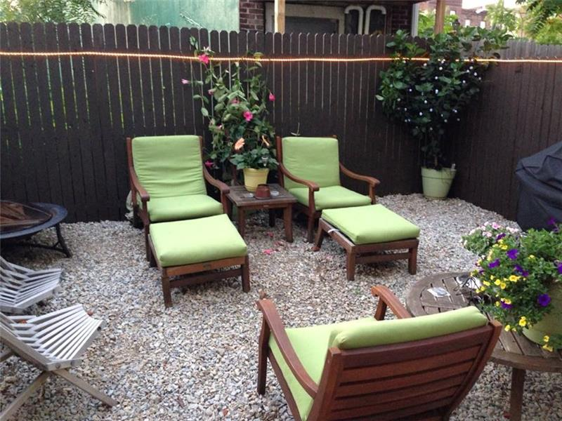2568 Collins Street Private Rear Yard