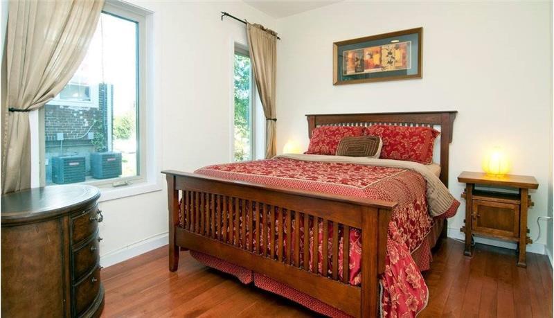 2568 Collins Street Bedroom