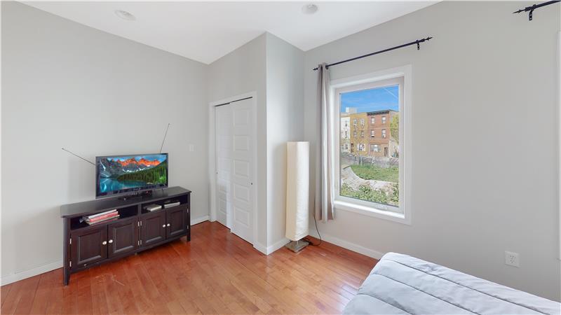 2568 Collins Street Master Bedroom