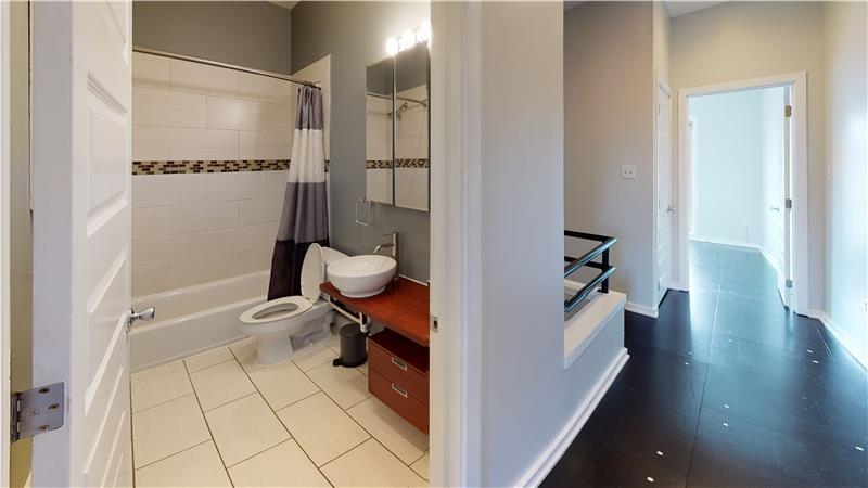 2568 Collins Street Shared Hall Bathroom