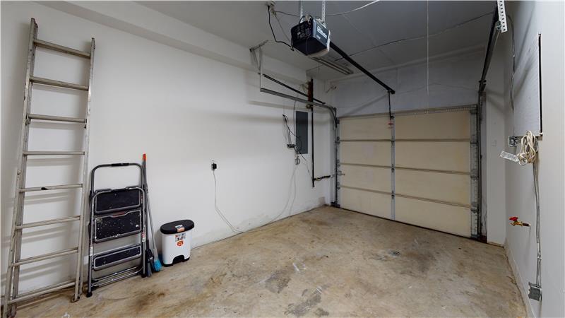 2568 Collins Street 1 Car Attached Garage