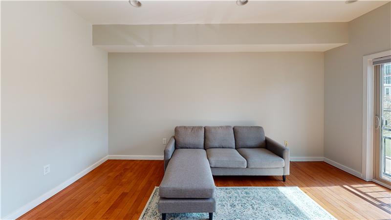 2568 Collins Street Living Room