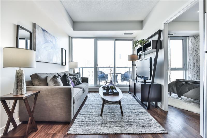 260 Sackville St 1 bedroom with den - living room